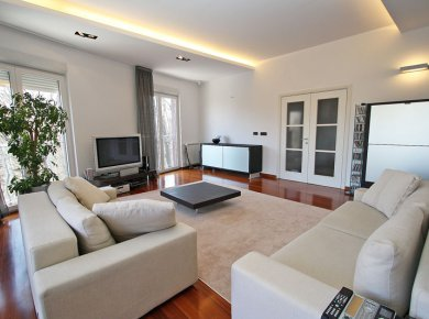 Luxury, furnished, 3-bedroom apt (145m2) with a terrace and double garage