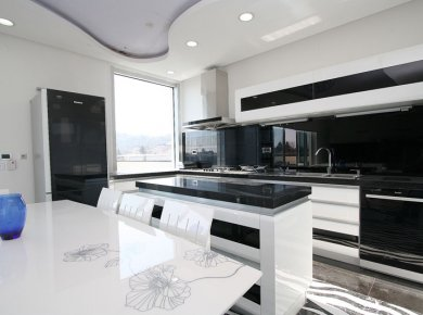 Modern, black and white, 2-bedroom penthouse (130m2) with a terrace, garage and a parking space