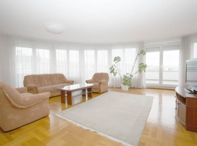 Un/furnished, 3-bedroom apt (130m2) with a great view from the terrace (80m2)