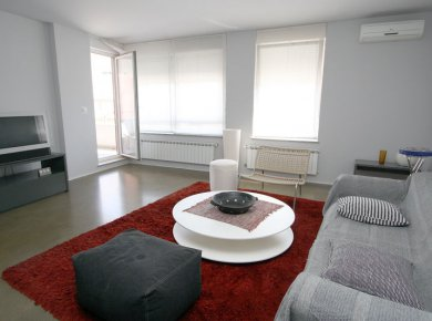 Furnished, 2-bedroom apt (75m2) with a terrace and a garage