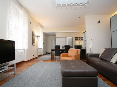 Furnished, 3-room apt (80m2) in the pedestrian zone of the city