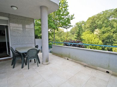 Furnished, 2-bedroom apt (85m2) with a garden, terrace and a parking space