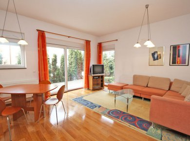 Furnished, 2-bedroom apt (70m2) with a garden (100m2), terrace and a parking space