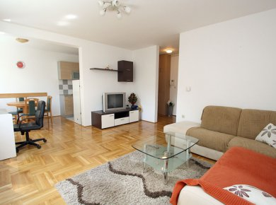 Furnished, 2-bedroom apartment (67m2) with a garage and a balcony