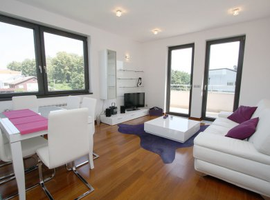 Newly furnished, unused, 1-bedroom apt (60m2) with a terrace and 2 parking spaces in the garage