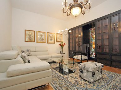 Refurbished, un/furnished, classic, 2/3-bedroom apt (150m2) with a garage and a balcony