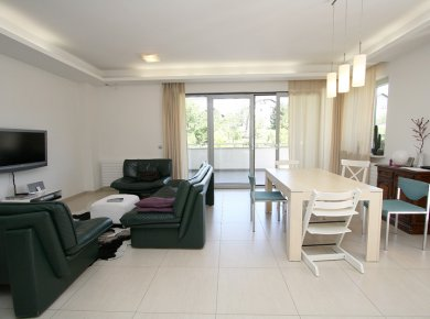 Un/furnished, 3-bedroom apt (130m2) with a garden, terrace, garage and a parking space
