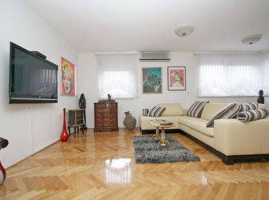 Refurbished, furnished, 3-bedroom apt (105m2) with a garage and a parking space