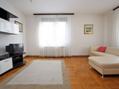 Furnished, 1-bedroom apt (40m2) with a parking space