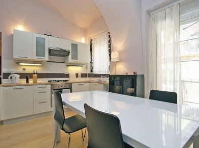 Furnished, 1-bedroom apt (52m2) in the pedestrian area of the town