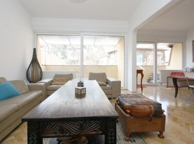 Newly refurbished and furnished, 3-bedroom apt (110m2) with a garage