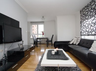 Furnished, 2-bedroom apt (70m2) with a garage and a balcony
