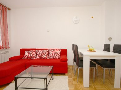 Furnished, 2-bedroom apt (56m2) with a balcony and a parking space