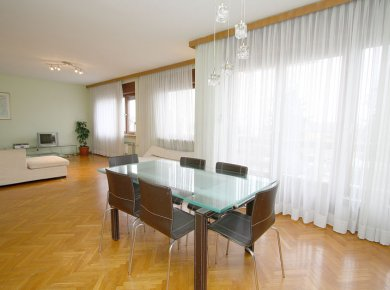 Furnished, 2-bedroom apt (100m2) with a balcony, parking space and common garden