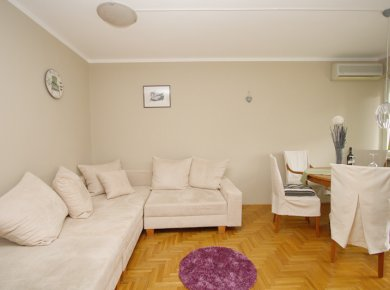 Furnished, 2-bedroom apt (60m2) with a parking space and a balcony