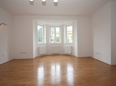 Un/furnished, spacious, 2-bedroom apt (120m2) with a garden (200m2) and a garage