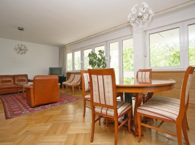 Furnished, 4-bedroom apt (160m2) with a garage and a terrace situated in a calm and 'green' Šetalište Antuna Radića Street
