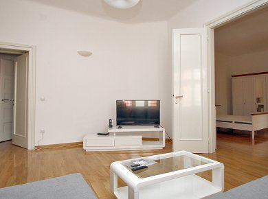 Un/furnished, spacious, 3-bedroom apt (160m2) with a view of Britanski Square