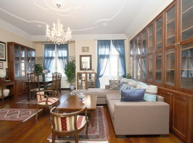 Luxurious, un/furnished, comfortable, 2-bedroom apt (160m2) in the heart of town