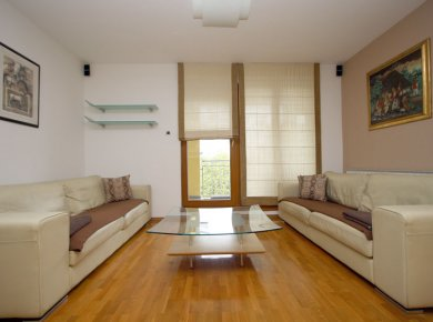 Furnished, 3-bedroom apt (110m2) with a garage and a balcony