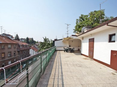 Furnished, 2-bedroom apt (110m2) with a large terrace (100m2)