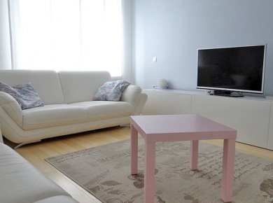 Furnished, spacious, 2-bedroom apt (100m2) with a garden (200m2) and a terrace (40m2)