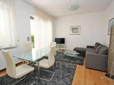 Furnished, 1-bedroom apt (60m2) with a garden (200m2), terrace (30m2) and a garage