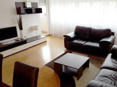 Furnished, 2-bedroom apt (90m2) with a balcony and two parking spaces