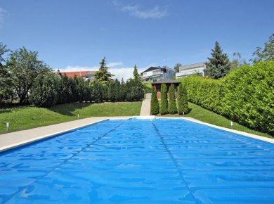 Un/furnished, 4-bedroom apt (200m2) with a garden (400m2), garage, pool, gym and sauna