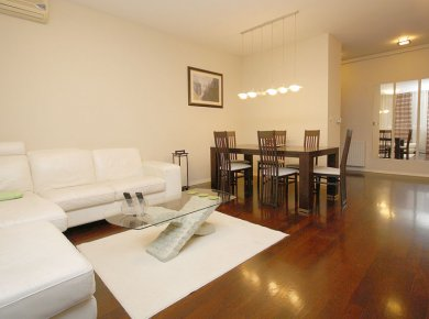 Furnished, 2/3-bedroom apt (95m2) with a balcony and a parking space