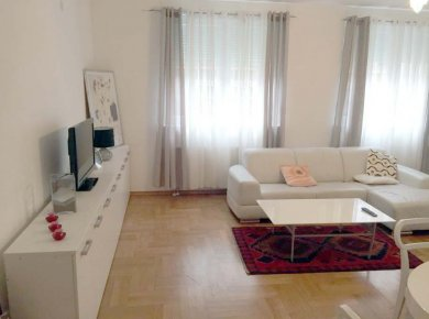 Furnished, 2-bedroom apt (85m2) with a parking space