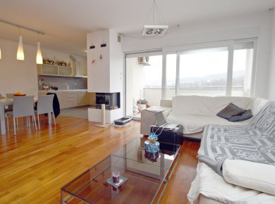 Furnished, spacious, 2-bedroom apt (110m2) with a terrace and a parking space