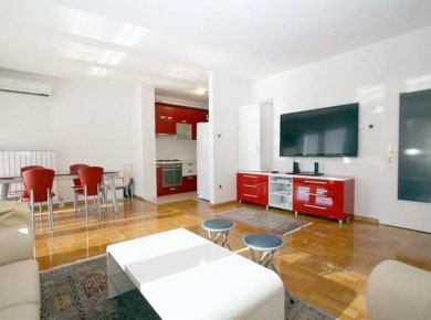Furnished, very bright, 3-bedroom apt (110m2) with a terrace and a garage