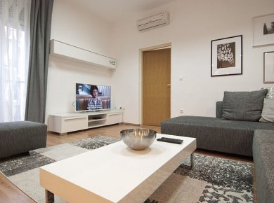 Refurbished and furnished, 2-bedroom apt (80m2) located in downtown
