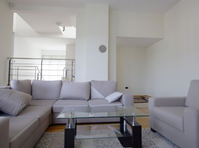 Un/furnished, 5-bedroom apt (250m2) with a double garage and terraces
