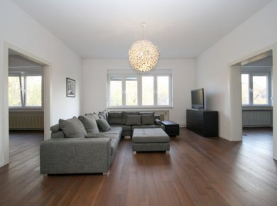 Refurbished, un/furnished, 2/3-bedroom apt (140m2)