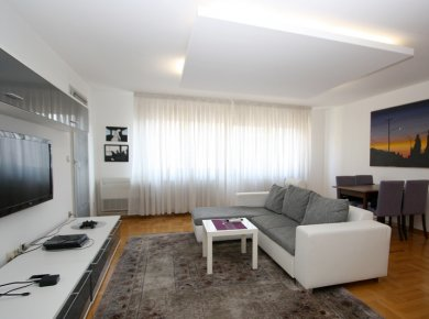 Furnished, 1-bedroom apt (65m2) with a parking space