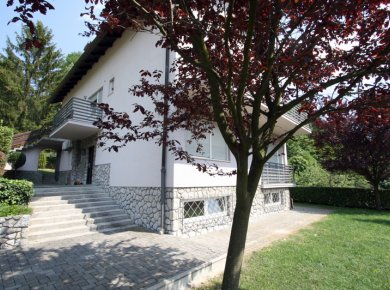 Detached house (300m2) hidden in a 'green oasis' of Gračani area