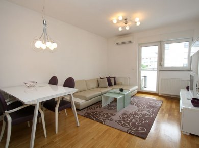 Furnished, 1-bedroom apt (50m2) with a parking space