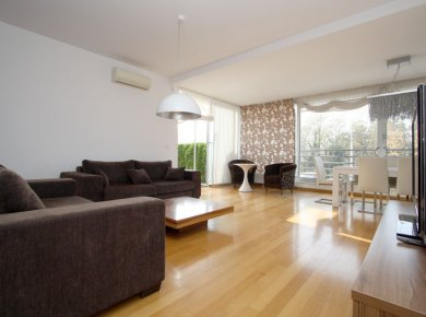 Un/furnished, modern, 3-bedroom apt (145m2) with a garden