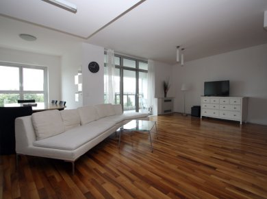 Un/furnished, modern, 2-bedroom apt (115m2) with a garage and a terrace